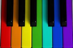 Regenbogen farbiges Klavier Stockbild