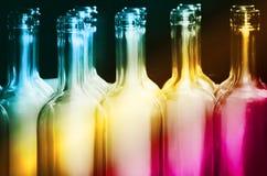 Regenbogen-Flaschen-Reihe Stockbilder