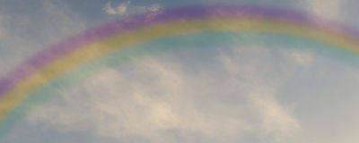 Regenbogen im Himmel Stockbild