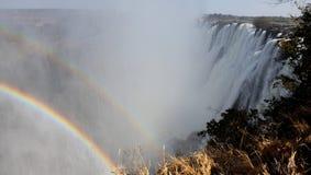 Regenbogen im Wasserfall Lizenzfreie Stockfotografie