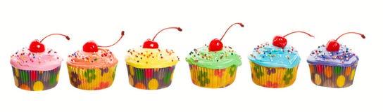 Regenbogen-kleine Kuchen lizenzfreies stockfoto