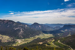 Regenbogen-Kurve übersehen in Rocky Mountain National Park Lizenzfreie Stockfotos