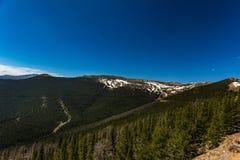Regenbogen-Kurve übersehen in Rocky Mountain National Park Stockbilder