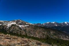 Regenbogen-Kurve übersehen in Rocky Mountain National Park Lizenzfreie Stockbilder