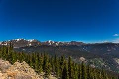 Regenbogen-Kurve übersehen in Rocky Mountain National Park Lizenzfreies Stockbild