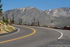 Regenbogen-Kurve auf Spur Ridge Road lizenzfreies stockbild
