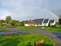 Regenbogen nach dem Sturm stockfotos
