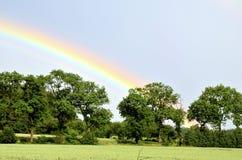 Regenbogen nach starkem Regen Stockbild