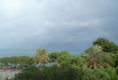 Regenbogen nach Sturm Stockfotos