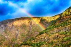 Regenbogen in Norwegen-Berg Lizenzfreies Stockbild
