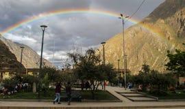 Regenbogen in Ollantaytambo, Peru stockbilder