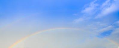 Regenbogen over de wolk Stock Afbeelding