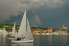 Regenbogen-Segeln Stockfotografie