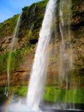 Regenbogen in Seljalandfoss-Wasserfall (Island) Stockbild
