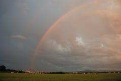 Regenbogen am Sommer Lizenzfreie Stockfotografie