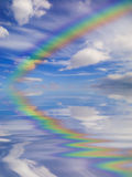 Regenbogen u. Himmel Stockfotografie