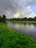Regenbogen und ein See bei Borneo Stockfoto