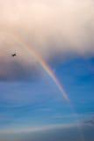 Regenbogen und Flugzeug Stockfotos
