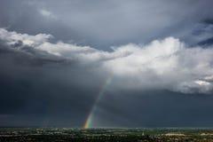 Regenbogen und Gewitter, schnelle Stadt, South Dakota Stockfotografie