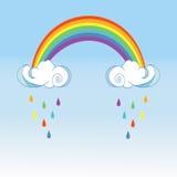 Regenbogen und regnende Wolken auf Farbhintergrund Nettes Wolkenplakatdesign für Babyraumdekor, Kinderstoffdekoration Lizenzfreie Stockbilder