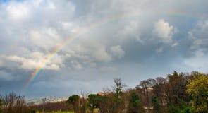 Regenbogen und Tal Stockfotos