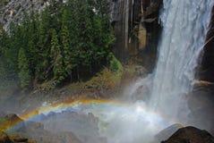 Regenbogen und Wasserfall Lizenzfreies Stockbild