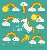 Regenbogen unter den Wolken und dem Einhorn Stockbild
