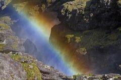 Regenbogen am Wasserfall Stockbilder