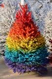 Regenbogen-Weihnachtsbaum stockfotografie