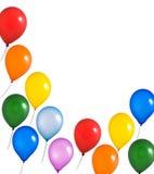 Regenbogenballone auf weißem Hintergrund Stockfoto