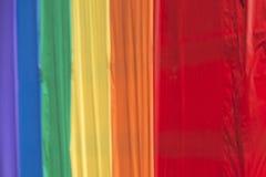 Regenbogenfriedensflagge des homosexuellen Stolzes Stockfotos