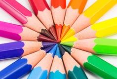 Regenbogenhintergrund mit Bleistiften lizenzfreies stockbild