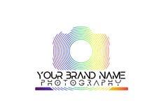 Regenbogenkameralogo auf weißem Hintergrund lizenzfreie abbildung