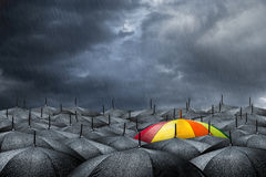 Regenbogenregenschirmkonzept Lizenzfreies Stockbild