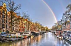 Regenboog in Amsterdam stock fotografie
