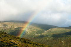 Regenboog in bergen Royalty-vrije Stock Foto