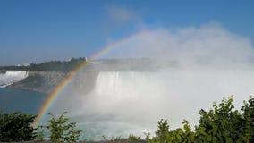 Regenboog bij Niagara Falls stock videobeelden
