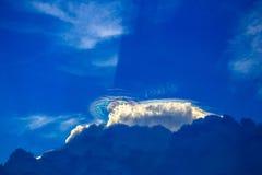Regenboog boven wolk Stock Afbeelding