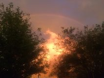 Regenboog boven wolken Royalty-vrije Stock Fotografie