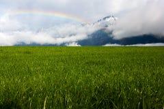Regenboog in de Alpen Royalty-vrije Stock Foto's
