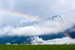 Regenboog in de Alpen Royalty-vrije Stock Afbeeldingen