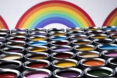 Regenboog, de blikken van het tinmetaal met kleurenverf Stock Afbeelding