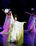 Regenboog de dans-tweede handeling: een feest in de van het paleis-heldendicht de Zijdeprinses ` dansdrama ` royalty-vrije stock afbeeldingen
