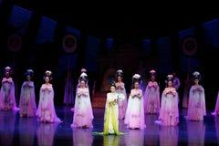 Regenboog de dans-tweede handeling: een feest in de van het paleis-heldendicht de Zijdeprinses ` dansdrama ` stock fotografie