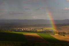 Regenboog in de lente Royalty-vrije Stock Afbeeldingen
