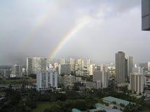 Regenboog in de stad Royalty-vrije Stock Fotografie