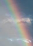 Regenboog in een bewolkte hemel Royalty-vrije Stock Afbeelding
