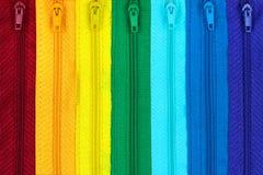 Regenboog gekleurde ritssluitingen Stock Fotografie