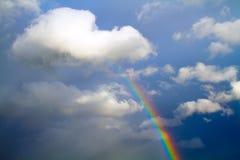 Regenboog in hemel Stock Foto