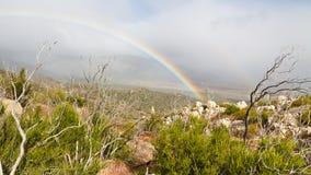 Regenboog in het Park van de Staat van de Woestijn anza-Borrego stock foto